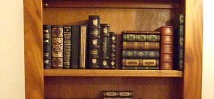 你覺得這就是一個普通的書櫃嗎?錯了!它後面隱藏著一個我們都很想要的一樣東西!