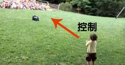 15個月大的小男生發現到他可以操控人類。