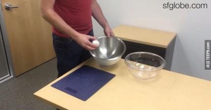 他們說這才是剝大蒜最好的方法。這確實簡單更多呢!