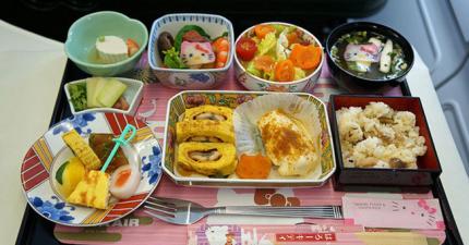 18種全世界最美味的飛機餐點,讓你不敢一上飛機就蓋棉被睡著!