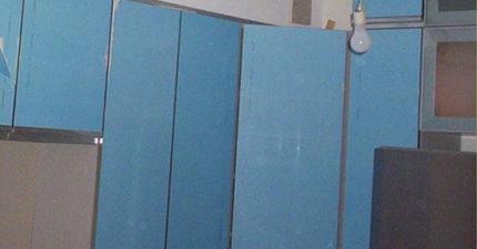媽媽在B&Q買了漂亮的藍色衣櫃 3年後意外撕掉:這顏色不對了