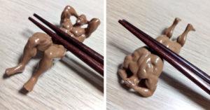 網友印出「3D猛男筷架」吃飯會忍不住臉紅 移開筷子「好身材露出」趴著更養眼!