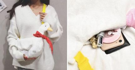 韓妞最新時尚「仿真鴨子包」可愛爆棚!翅膀「藏小巧思」一翻開容量超驚人