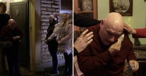 78歲孤單老人見「大學生齊聚門口」唱聖誕歌 下秒「崩潰落淚」畫面超感人