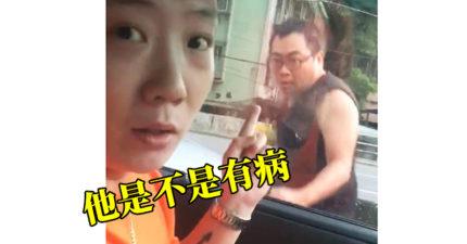 影/兩車擦撞「司機下車打醉拳」挑釁 超迷幻互動讓網友全笑翻