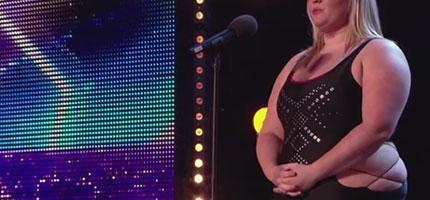 當這個胖妞上台時,所有人都在等著她被評審羞辱。但是當表演開始後,大家都陷入瘋狂狀態。