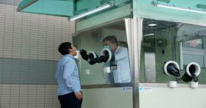 高溫穿防護衣篩檢超痛苦!工研院漏夜搭「正壓檢疫亭」支援台北